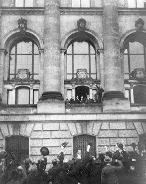 Crowds outside the Reichstag