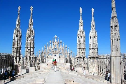 10 Defining Characteristics of Gothic Architecture - History